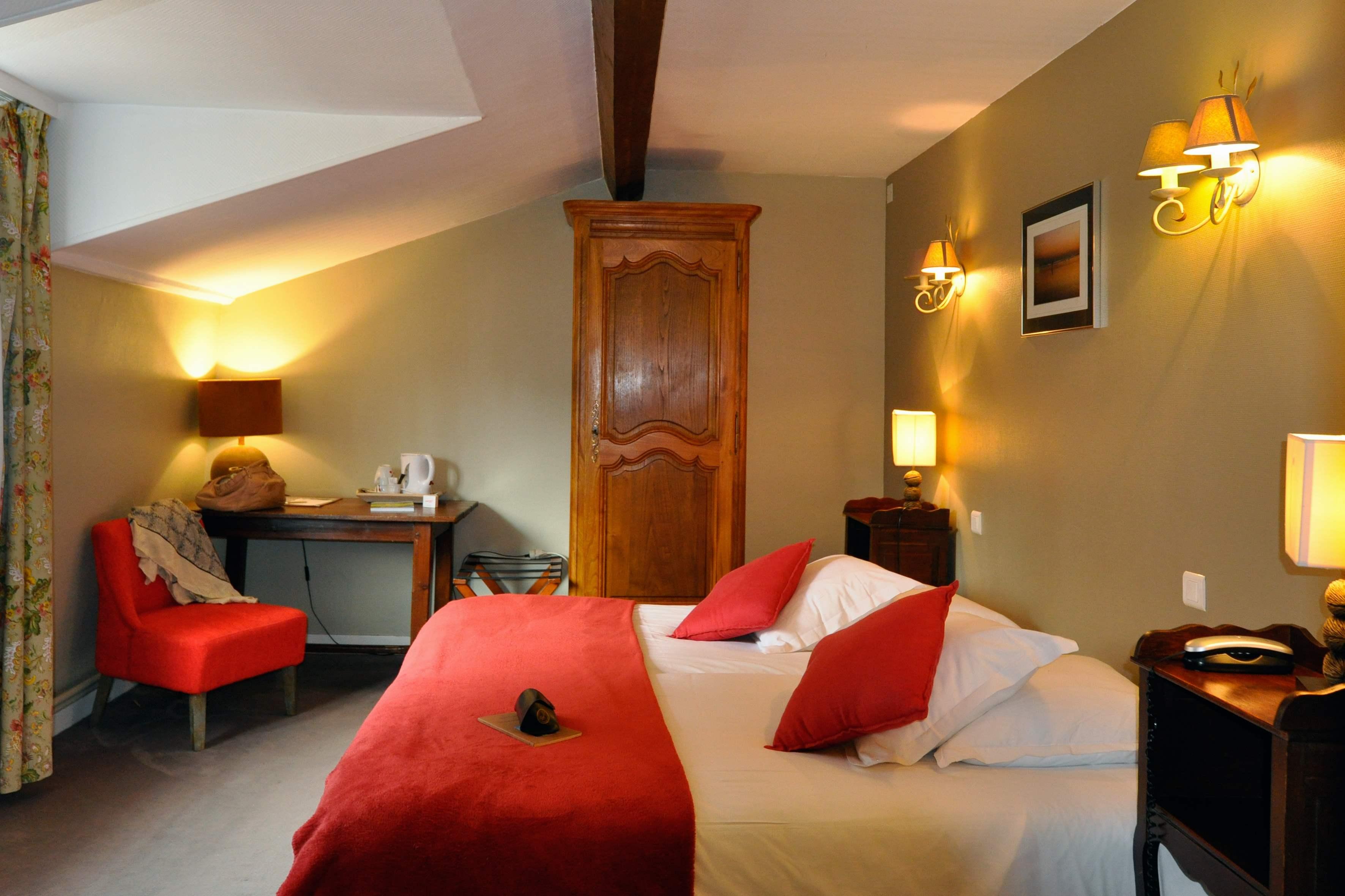 Chambre confort spa petit d j h tel la vieille ferme for Hotel la chambre